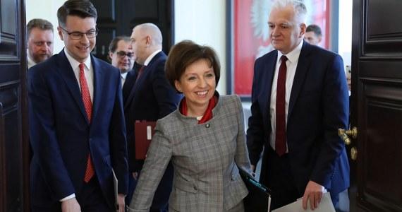 Mogą przydarzyć się zmiany w rządzie, wzmocnimy liczbę kobiet w gabinecie - zadeklarował w rozmowie z Interią prezes Prawa i Sprawiedliwości Jarosław Kaczyński. Nie chciał jednak zdradzić, kto miałby dokładnie dołączyć do Rady Ministrów.