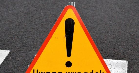 Śmiertelny wypadek na drodze krajowej numer 70 w Arkadii koło Łowicza w Łódzkiem. Samochód osobowy zderzył się tam z motocyklem.