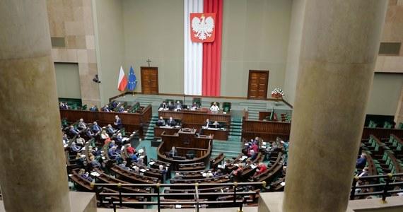Sędzia Katarzyna Chmura z Sądu Rejonowego w Malborku została w czwartek wybrana przez Sejm do Krajowej Rady Sądownictwa. Sędzia Chmura była zaproponowana przez klub PiS spośród trzech zgłoszeń na wolne miejsce w KRS, które wpłynęły do Sejmu.