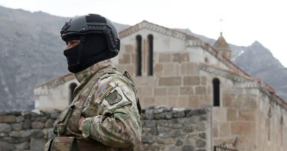 Prezydent Azerbejdżanu Ilham Alijew powiedział w czwartek, że jego kraj jest gotowy do rozmów pokojowych z Armenią. Premier Armenii Nikol Paszynian przyznał, że pod egidą Rosji przygotowywane jest porozumienie o ustanowieniu granic między obydwoma skonfliktowanymi krajami.