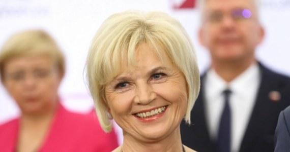 Jest spora szansa na to, że piąta próba powołania Rzecznika Praw Obywatelskich zakończy się sukcesem. W przyszłym tygodniu politycy Porozumienia mają zgłosić na to stanowisko kandydaturę olsztyńskiej senator Lidii Staroń - ustalił dziennikarz RMF FM Tomasz Skory. To ona ma być osobą, która zdobędzie poparcie zarówno Sejmu, jak i Senatu.
