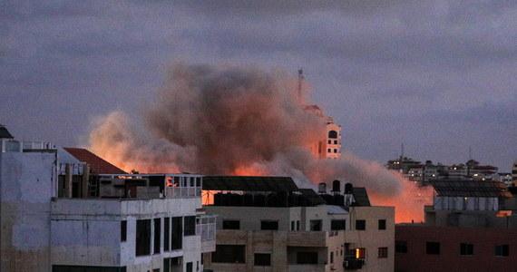 """Izraelski premier Benjamin Netanjahu ostrzegł Hamas przed próbą jakiegokolwiek kolejnego ataku. Zagroził, że w wypadku agresji Izrael odpowie """"nowym poziomem siły"""". Mija zaledwie kilka godzin od wejścia w życie rozejmu między Hamasem a Izraelem."""