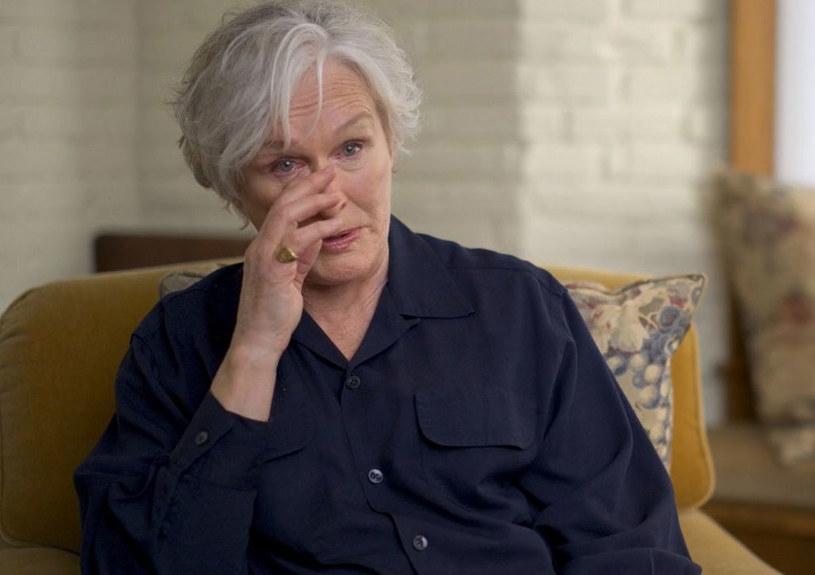 """Jedną z bohaterek serialu dokumentalnego """"The Me You Can't See"""", wyprodukowanego przez Oprah Winfrey i księcia Harry'ego, poruszającego tematykę zdrowia psychicznego, jest Glenn Close. Aktorka wspomina w nim swoje traumatyczne dzieciństwo spędzone w sekcie. Jej zdaniem to doświadczenie przyczyniło się do tego, że jej związki z mężczyznami - a była w trzech małżeństwach, rozpadały się."""