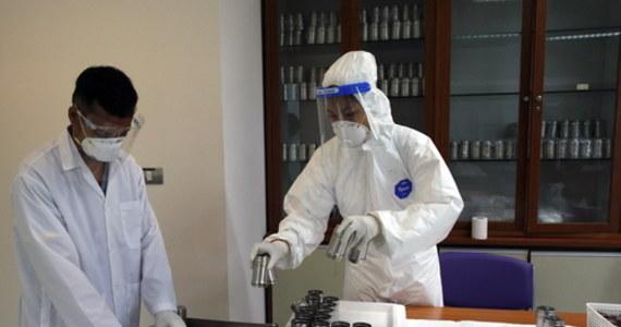 Oficjalna podawana liczba ofiar pandemii Covid-19 jest poważnie zaniżona. Liczba osób, których śmierć była, pośrednio lub bezpośrednio, spowodowana pandemią może być dwa, trzy razy wyższa i wynosić od sześciu do ośmiu milionów - poinformowała w piątek WHO.