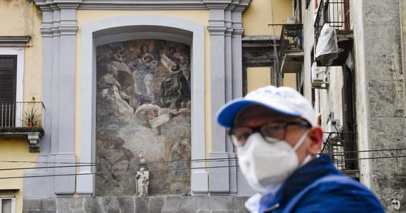 W sierpniu we Włoszech będzie można zdjąć maseczki na zewnątrz - zapowiedział wiceminister zdrowia Andrea Costa. To pierwszy konkretny termin, na który czekają mieszkańcy kraju, bo to dla nich będzie pierwsze lato w maseczkach.