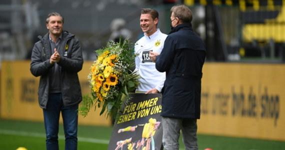 Ostatnia kolejka tego sezonu Bundesligi była pożegnaniem Łukasza Piszczka z zawodowym futbolem. Piłkarz po 11 latach żegna się z Borussią Dortmund. W pojedynku z Bayerem Leverkusen Borussia wygrała 3:1. Obrońca został zmieniony w 75. minucie. Bilans Piszczka w klubie z Dortmundu to łącznie 382 mecze. Historia zatoczyła koło, bo w barwach Borussii Piszczek debiutował także przeciwko Bayerowi Leverkusen w sierpniu 2010 roku.