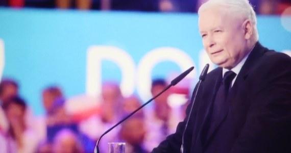 """""""Mam nadzieję, że są sprawy, w których możemy współdziałać. Pytanie zasadnicze dotyczy tego, czy będzie chciał pracować w ramach stabilnego porozumienia politycznego"""" - powiedział prezes PiS Jarosław Kaczyński w wywiadzie dla """"Sieci"""" pytany o współpracę z liderem Kukiz'15 Pawłem Kukizem. Portal wPolityce.pl opublikował w weekend kolejny już fragment wywiadu, którego prezes PiS udzielił tygodnikowi """"Sieci"""". Cała rozmowa ma ukazać się w poniedziałek."""