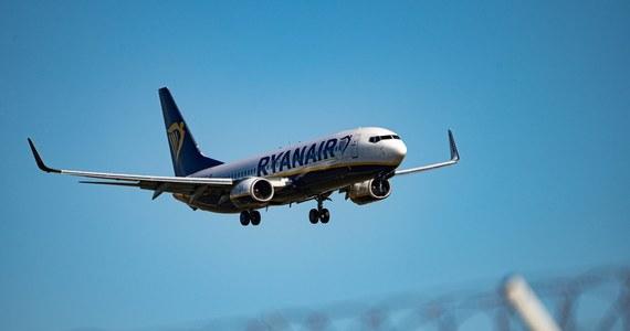 Samolot linii Ryanair, lot nr FR4978, wylądował bezpiecznie w stolicy Litwy, Wilnie, w niedzielę o godz. 21.25 czasu lokalnego (godz. 20.25 w Polsce), po wcześniejszym przymusowym lądowaniu na Białorusi - poinformował irlandzki przewoźnik. Radio Swoboda informowało wcześniej, że kontrolerzy lotów na lotnisku w Mińsku grozili zestrzeleniem samolotu linii Ryanair relacji Ateny-Wilno.