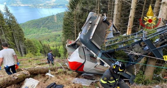 14 osób, w tym dziecko, zginęło w katastrofie kolejki górskiej we włoskich Alpach w Piemoncie. Wśród ofiar jest 5 obywateli Izraela. Nadal nie wiadomo, co było przyczyną zerwania liny, w wyniku której wagonik kolejki zaczął się staczać i runął z dużej wysokości.
