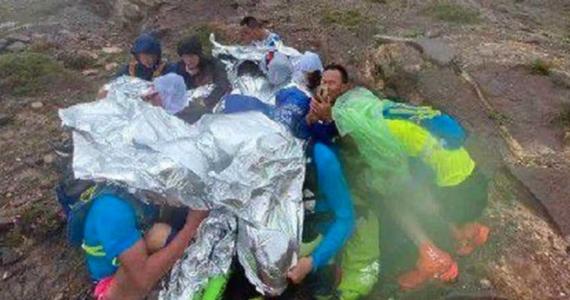 21 osób, w tym znany biegacz Liang Jing, zginęło podczas górskiego ultramaratonu w Chinach. Grad, marznący deszcz i silny wiatr zaskoczyły sportowców, przebywających na dużych wysokościach.