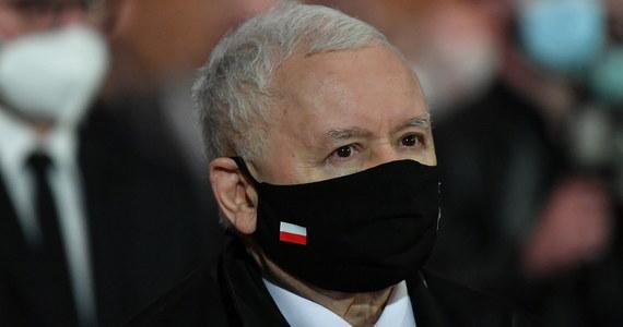 """Jest wielkim błędem naszego systemu prawnego, że człowiek, wobec którego toczą się poważne śledztwa, może być prezesem Najwyższej Izby Kontroli - ocenił prezes PiS Jarosław Kaczyński w wywiadzie dla """"Sieci"""", pytany o to, czy prezes NIK Marian Banaś prowadzi polityczną wojnę."""
