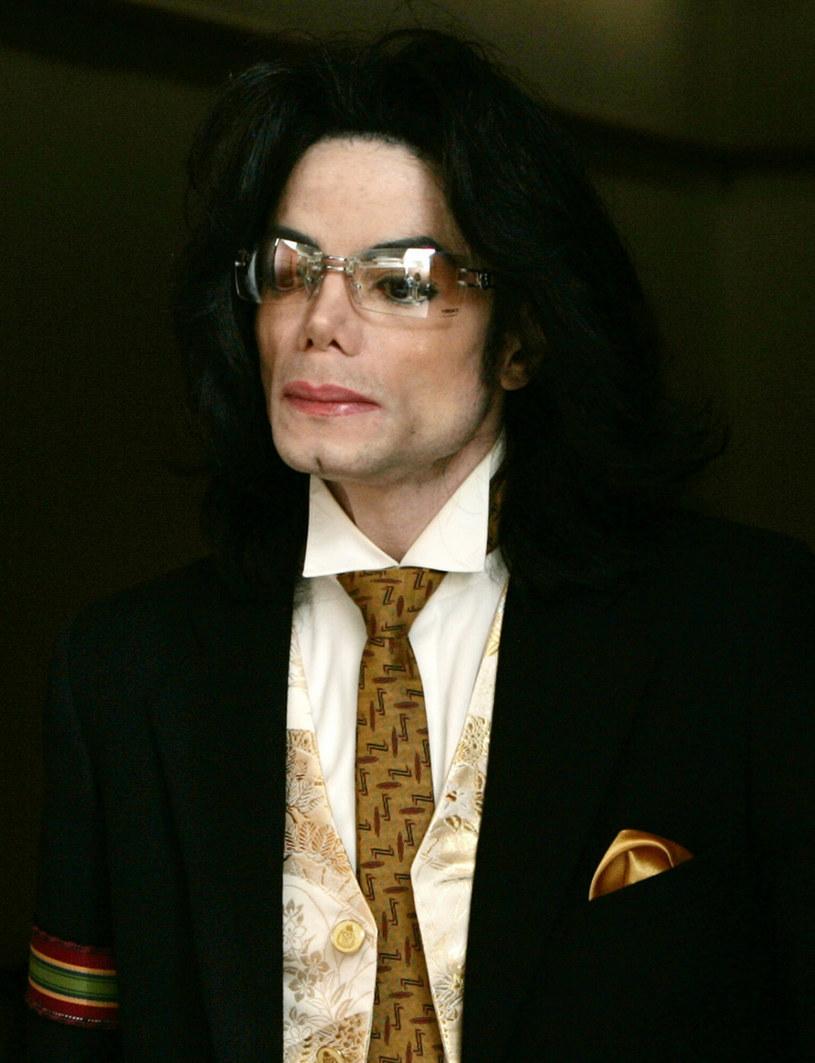 W wyniku przeprowadzonego śledztwa BBC, stacja przeprosiła księcia Williama za emisję wywiadu, przeprowadzonego przed laty przez Martina Bashira z księżną Dianą. Teraz rodzina Michaela Jacksona twierdzi, że dziennikarz dopuścił się nieprawidłowości, tworząc film dokumentalny, opowiadający o życiu króla popu.