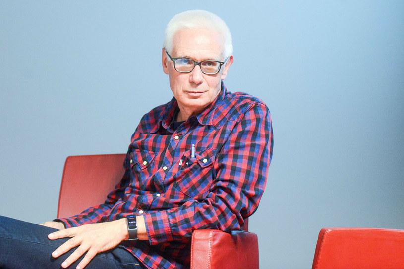 """We wtorek 65 lat kończy Konrad Szołajski, reżyser komedii """"Operacja Koza"""" oraz autor kontrowersyjnych dokumentów """"I Bóg stworzył seks"""" i """"Walka z szatanem""""."""