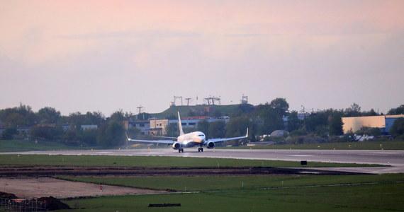 W samolotem z Aten do Wilna, który w niedzielę został zmuszony do lądowania w Mińsku, leciało 126 osób. Z Mińska do Wilna przyleciało 121. Pięcioro pasażerów nie dotarło do Wilna – poinformowało w poniedziałek litewskie Biuro Policji Kryminalnej.