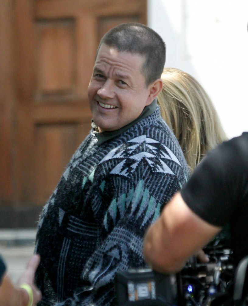 """Mark Wahlberg, którego widzowie pamiętają doskonale z roli boksera Micky'ego Warda w filmie """"Fighter"""", ponownie wciela się w pięściarza. Tym razem nominowany do Oscara gwiazdor sportretuje Stuarta Longa, dobrze zapowiadającego się boksera, który po wypadku motocyklowym nawraca się, przyjmuje chrzest i zostaje księdzem. Pojawiły się pierwsze zdjęcia aktora na planie produkcji, do której przytył prawie 15 kilogramów."""