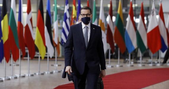"""Premier Mateusz Morawiecki rozmawiał w Brukseli w cztery oczy z premierem Czech Andrejem Babiszem o decyzji TSUE dotyczącej Turowa. """"Nie przerywamy wydobycia, nie przerywamy pracy tej elektrowni"""" - powiedział, wchodząc do budynku Rady Europejskiej polski premier."""