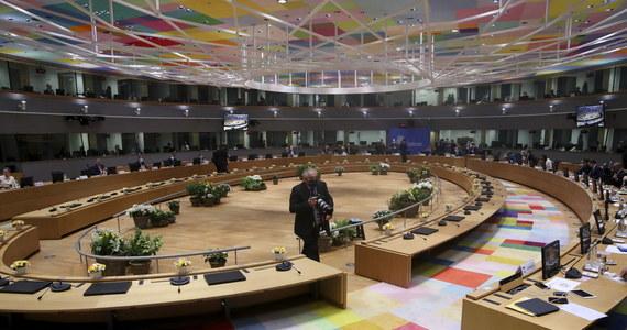 Przywódcy UE na szczycie w Brukseli zdecydowali o nałożeniu kolejnych sankcji na przedstawicieli reżimu białoruskiego, jak również sankcji gospodarczych na Białoruś. Unijna przestrzeń powietrzna ma też zostać zamknięta dla białoruskich linii lotniczych.