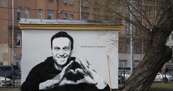 """Lider rosyjskiej opozycji Aleksiej Nawalny napisał na Instagramie, że został poinformowany o trzech nowych sprawach karnych, które przeciwko niemu wszczął rosyjski wymiar sprawiedliwości. """"Z każdym dniem jestem coraz większym przestępcą"""" - skomentował ironicznie Nawalny."""