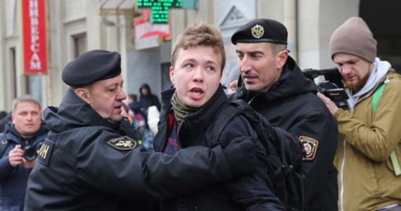 """Mieszkający we Wrocławiu rodzice Ramana Pratasiewicza, zatrzymanego w niedzielę w Mińsku przez białoruskie władze, w wywiadzie dla agencji AFP apelują do społeczności międzynarodowej o """"uratowanie syna"""". """"On nie zrobił nic złego"""" - przekonuje jego matka Natalia."""