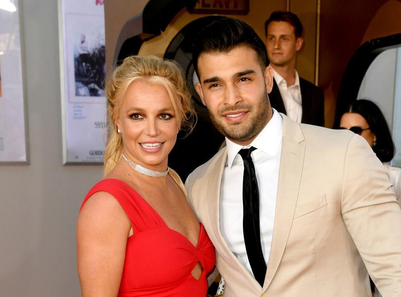 Od pięciu lat partnerem 39-letniej Britney Spears jest pochodzący z Iranu Sam Asghari. Ten 27-letni model i instruktor fitnessu próbuje również swoich sił w aktorstwie. Chce być pierwszym aktorem z Bliskiego Wschodu, która zagra superbohatera.