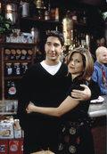 Między Jennifer Aniston i Davidem Schwimmerem zaiskrzyło? Zaskakujące doniesienia z planu!