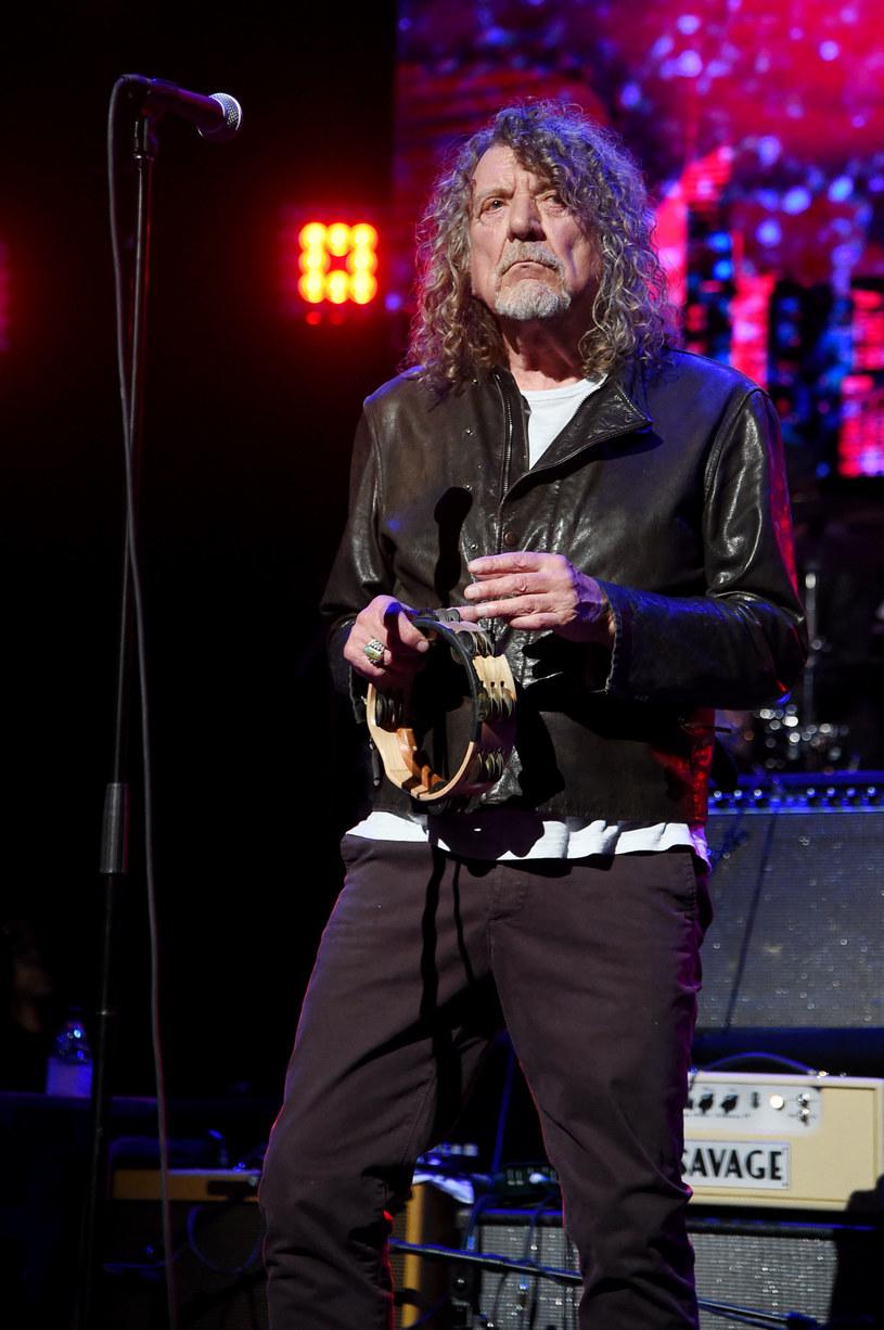 """Robert Plant, wokalista kultowego Led Zeppelin, przyznał, że wydał swoim dzieciom instrukcje dotyczące tego, co mają zrobić z jego dorobkiem artystycznym po śmierci. """"Dajcie to wszystkim bezpłatnie"""" – przyznał."""