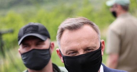 """""""Rosja nie jest normalnym krajem, nie jest państwem, które się normalnie zachowuje, jest państwem-agresorem; wymaga to zdecydowanych działań ze strony wspólnoty międzynarodowej"""" - powiedział prezydent Andrzej Duda, który odwiedził w środę Misję Obserwacyjną UE w Gruzji."""