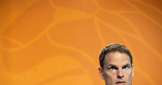 Trener reprezentacji Holandii Frank de Boer ogłosił 26-osobową listę piłkarzy powołanych na mistrzostwa Europy, skreślając z szerokiej kadry ośmiu zawodników. Ze składu wypadł m.in. napastnik Tottenhamu Steven Bergwijn.