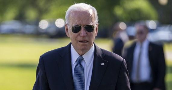 """Prezydent USA Joe Biden zwrócił się w środę do amerykańskich agencji wywiadowczych, by """"podwoiły wysiłki"""" w celu zbadania pochodzenia koronawirusa, w tym teorię, że ślad prowadzi do chińskiego laboratorium. Przywódca USA naciska na Chiny, aby współpracowały w tej sprawie."""