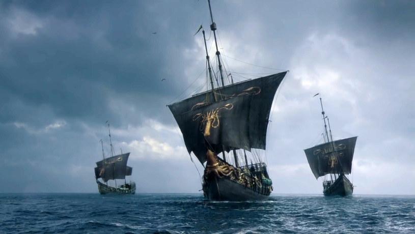 """HBO nie zwalnia tempa prac nad kolejnymi spin-offami popularnego serialu """"Gra o tron"""". Następną taką produkcją będzie serial zatytułowany """"10,000 Ships"""" (""""10 000 statków""""). Jego akcja rozgrywać się będzie około tysiąca lat przed wydarzeniami z """"Gry o tron"""", a jego bohaterką będzie księżniczka Nymeria, która wyruszy w podróż z Essos do Dorne. Scenariusz serialu napisze Amanda Segel."""