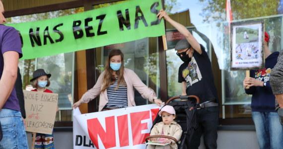 W Małopolsce protestowali mieszkańcy gminy Alwernia. Sprzeciwiają się planom budowy nowej drogi łączącej autostradę A4 z drogą krajową numer  44 . Władze gminy uważają że budowa jest konieczna.