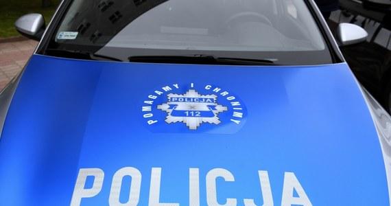 16-latek zatrzymany w związku z atakiem w jednym z mieszkań w Bytomiu. Jak informuje Marcin Buczek, policja podejrzewa, że to nastolatek ranił nożem cztery osoby. O tym, czy odpowie karnie za swój czyn, zdecyduje sąd rodzinny i dla nieletnich - dowiedziała się PAP w prokuraturze.