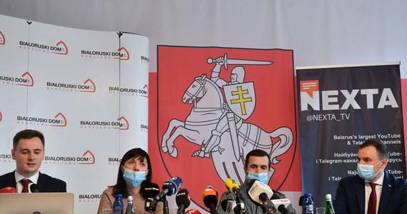 Rodzice dziennikarza Ramana Pratasiewicza apelują do przywódców krajów Unii Europejskiej i USA o pomoc w uwolnieniu syna, aresztowanego przez reżim Alaksandara Łukaszenki. Chciałabym przekazać mojemu synowi, żeby się trzymał, żeby wiedział, że na niego teraz patrzy taka jak on młodzież, która wierzy w lepsze jutro, która walczy, która kontynuuje swoje działania - mówiła w Warszawie Natalia Pratasiewicz matka zatrzymanego na Białorusi Ramana Pratasiewicza.