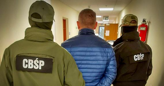 Funkcjonariusze CBŚP i lubelskiego wydziału prokuratury krajowej rozbili międzynarodową grupę przestęczą, która wysyłała do Danii kobiety z Polski, by świadczyły usługi seksualne. Zatrzymano 6 osób, w tym dwie kobiety kierujące grupą, które z kraju zdalnie zarządzały tym procederem.