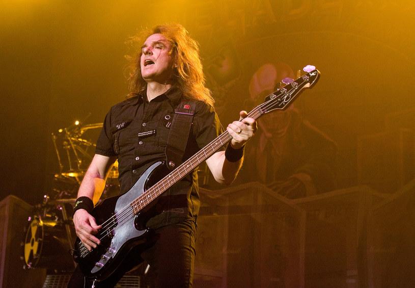 David Ellefson, wieloletni basista i współzałożyciel grupy Megadeth, został wyrzucony z legendy thrash metalu. Muzyk został oskarżony o nakłanianie do seksu nieletniej osoby. Wydał oświadczenie i zwrócił się do kolegów z zespołu.