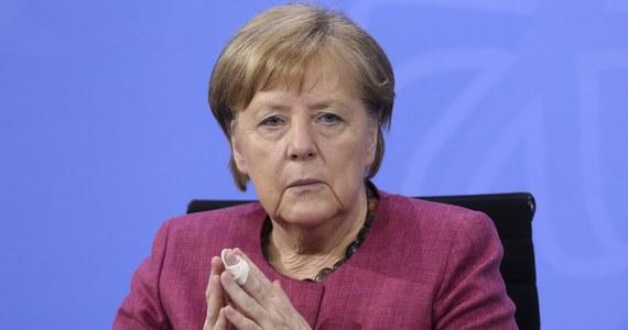 """Berliński użytkownik Facebooka został skazany na osiem miesięcy więzienia w zawieszeniu za podżeganie przeciwko kanclerz Angeli Merkel. Mężczyzna nawoływał do """"zniszczenia"""" kanclerz i imigrantów."""