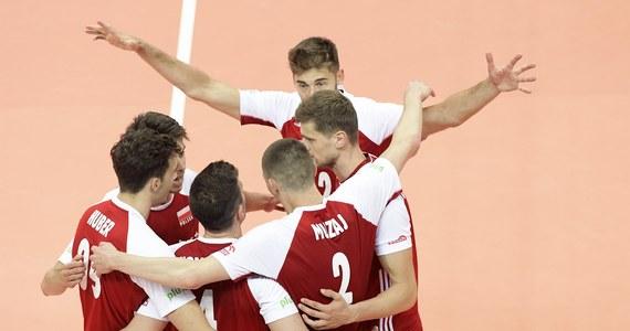 Polscy siatkarze pokonali Włochów 3:0 (25:19, 25:20, 25:18) w swoim pierwszym meczu fazy zasadniczej Ligi Narodów w Rimini. W kolejnym spotkaniu mających w tym roku postać miesięcznego turnieju rozgrywek biało-czerwoni w sobotę zmierzą się z Serbami.