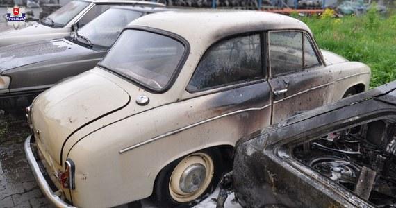 Trzech 11-latków dla zabawy zniszczyło siedem samochodów zaparkowanych na jednym z osiedli w Dęblinie (Lubelskie) - poinformowała w sobotę policja. Wartość strat oszacowano na ponad 13 tys. zł. Sprawą tą zajmie się sąd rodzinny i nieletnich.