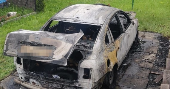 Na trzy miesiące trafiła do aresztu 30-letnia kobieta, która podpaliła konkubentowi samochód a dwa dni później czterokrotnie ugodziła go nożem - poinformował w sobotę rzecznik małopolskiej policji Sebastian Gleń.