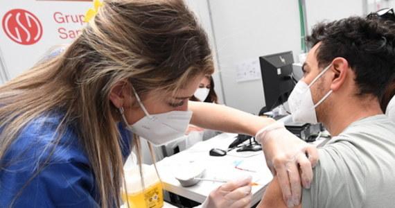 W poniedziałek do Polski dotrze 2,4 mln dawek szczepionki firmy Pfizer - poinformował prezes Rządowej Agencji Rezerw Strategicznych Michał Kuczmierowski. Na wtorek zaplanowane są dostawy szczepionek od AstraZeneca - 868 tys. sztuk oraz 237 tys. jednodawkowego preparatu firmy Johnson & Johnson.