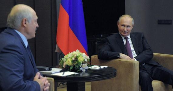 Zapadła ostateczna decyzja w sprawie przelania Białorusi drugiej transzy kredytu od Rosji – poinformował kanał Puł Pierwogo w drugim dniu rozmów Aleksandra Łukaszenki z Władimirem Putinem w Soczi.