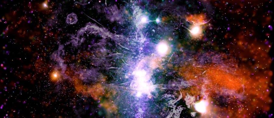 Amerykańska agencja kosmiczna NASA opublikowała wyjątkowe zdjęcie, przedstawiające pełne energii centrum naszej galaktyki.