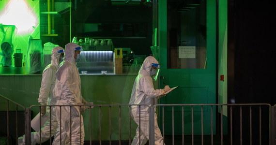 Mieszkańcy Laiwan, jednej z dzielnic Kantonu w sobotę zostali objęci ścisłym lockdownem i wszyscy poddawani są testom na obecność koronawirusa. Władze zaniepokoiły nowe przypadki zakażeń.