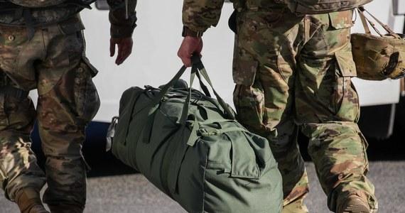 Okazało się, że internetowe pomoce do nauki używane przez amerykańskich żołnierzy stacjonujących w bazach nuklearnych w Europie zawierają poufne informacje. Wykazało to śledztwo dziennikarskie portalu Bellingcat.