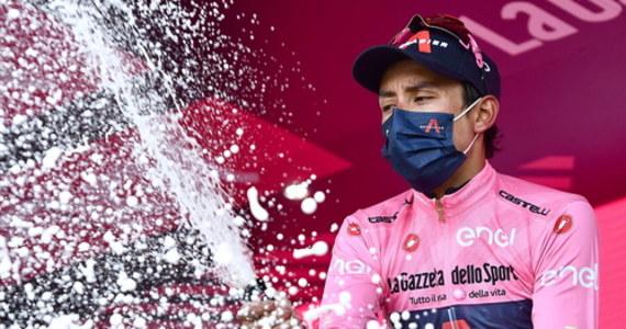 """Kolumbijczyk Egan Bernal z drużyny Ineos Grenadiers wygrał 104. edycję wyścigu kolarskiego Giro d'Italia. Drugie miejsce zajął Włoch Damiano Caruso (Bahrain Victorious), a trzecie Brytyjczyk Simon Yates (BikeExchange). """"Jeszcze do mnie nie dociera, co osiągnąłem. Nie potrafię tego opisać. Mnóstwo kolumbijskich flag. Jestem bardzo wzruszony - skomentował Bernal."""