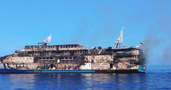 274 pasażerów udało się uratować z pokładu płonącego promu pasażerskiego, w pobliżu wysp Sula. Jedna osoba wciąż jest poszukiwana przez służby.