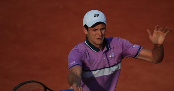 Rozstawiony z numerem 19. Hubert Hurkacz po raz trzeci z rzędu odpadł w pierwszej rundzie wielkoszlemowego turnieju French Open. Polski tenisista tym razem przegrał na otwarcie z holenderskim kwalifikantem Botikiem Van De Zandschulpem 7:6 (7-5), 7:6 (7-4), 2:6, 2:6, 4:6.