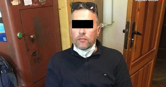 """Policyjni """"łowcy głów"""" z komendy wojewódzkiej w Katowicach namierzyli ukrywającego się od 12 lat szefa """"mafii paliwowej"""" Łukasza B. Mężczyzna został zatrzymany na Ukrainie przez tamtejszą policję. W tym kraju pod fałszywym nazwiskiem prowadził działalność gospodarczą."""