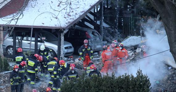 Bielscy śledczy skierowali w poniedziałek do Sądu Okręgowego w Bielsku-Białej akt oskarżenia w sprawie wybuchu gazu i zawalenia domu w Szczyrku. W wyniku eksplozji zginęło osiem osób. Akt oskarżenia objął sześć osób, w tym trzy odpowiedzialne za wybuch – podała bielska prokuratura okręgowa.