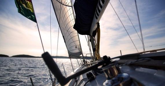 Pięć osób, w tym 11-letnia dziewczynka, zostało wyłowionych z oceanu u wybrzeży Jurien Bay w Australii Zachodniej. Kilka godzin wcześniej ich jacht rozbił się na rafie. Ojciec zdołał przepłynąć z córką wpław ponad 9 kilometrów w kierunku brzegu.